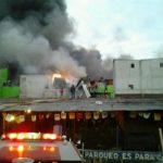 Bomberos han tratado de controlar el fuego desde las 3 de la madrugada.