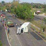 En este accidente de tránsito en el kilómetro 32 carretera a Cojutepeque, Cuscatlán, una persona murió atropellada. FOTO EDH Claudia Castillo.