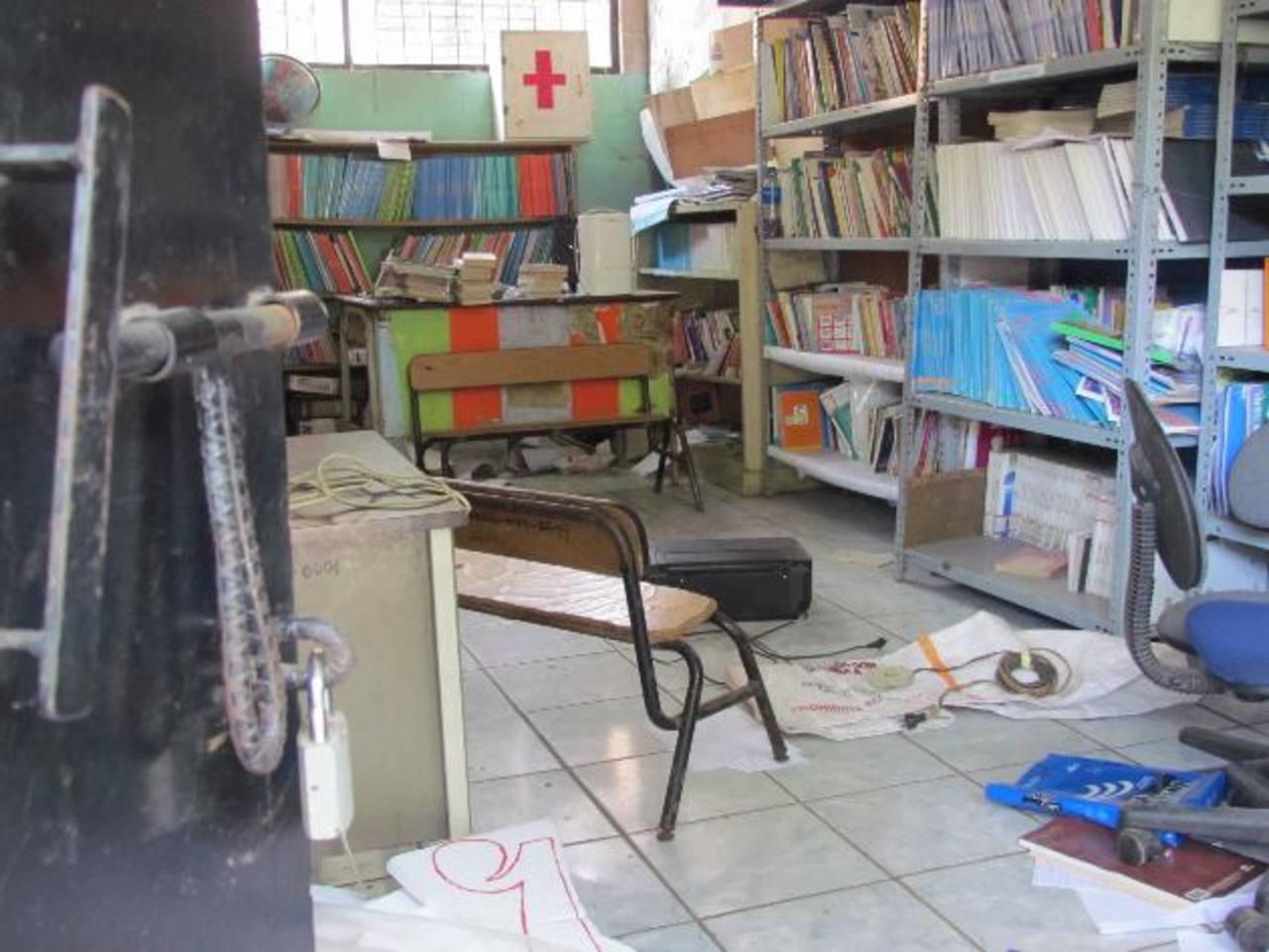 Lo hurtado supera los mil dólares, dijeron autoridades del centro escolar José Mariano Méndez. Foto EDH / Mauricio Guevara