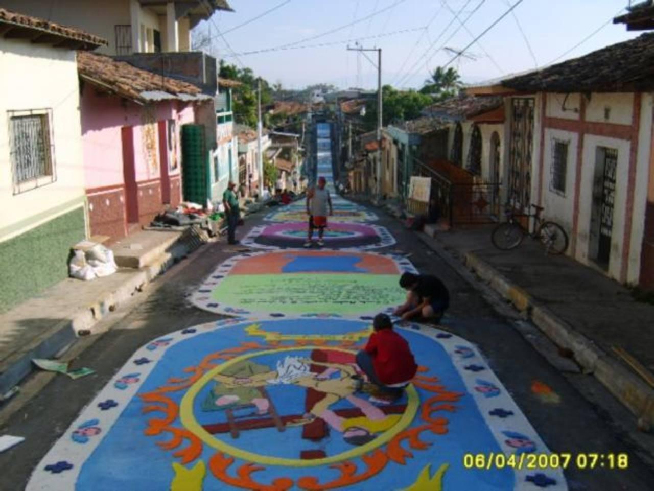 La megaalfombra como ya es conocida, se ha convertido en una patrimonio de Sensuntepeque. Foto EDH / cortesía