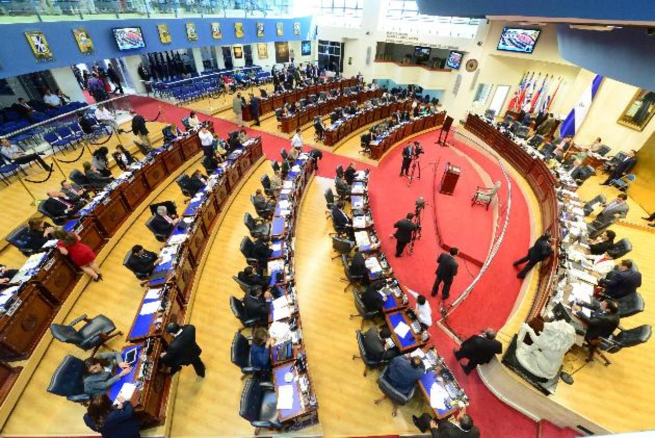 Según la agencia Moody's, el FMLN tendrá que negociar con ARENA, Gana y el resto de partidos políticos en la Asamblea Legislativa para lograr la aprobación de las leyes que pase el Órgano Ejecutivo. Foto EDH / archivo
