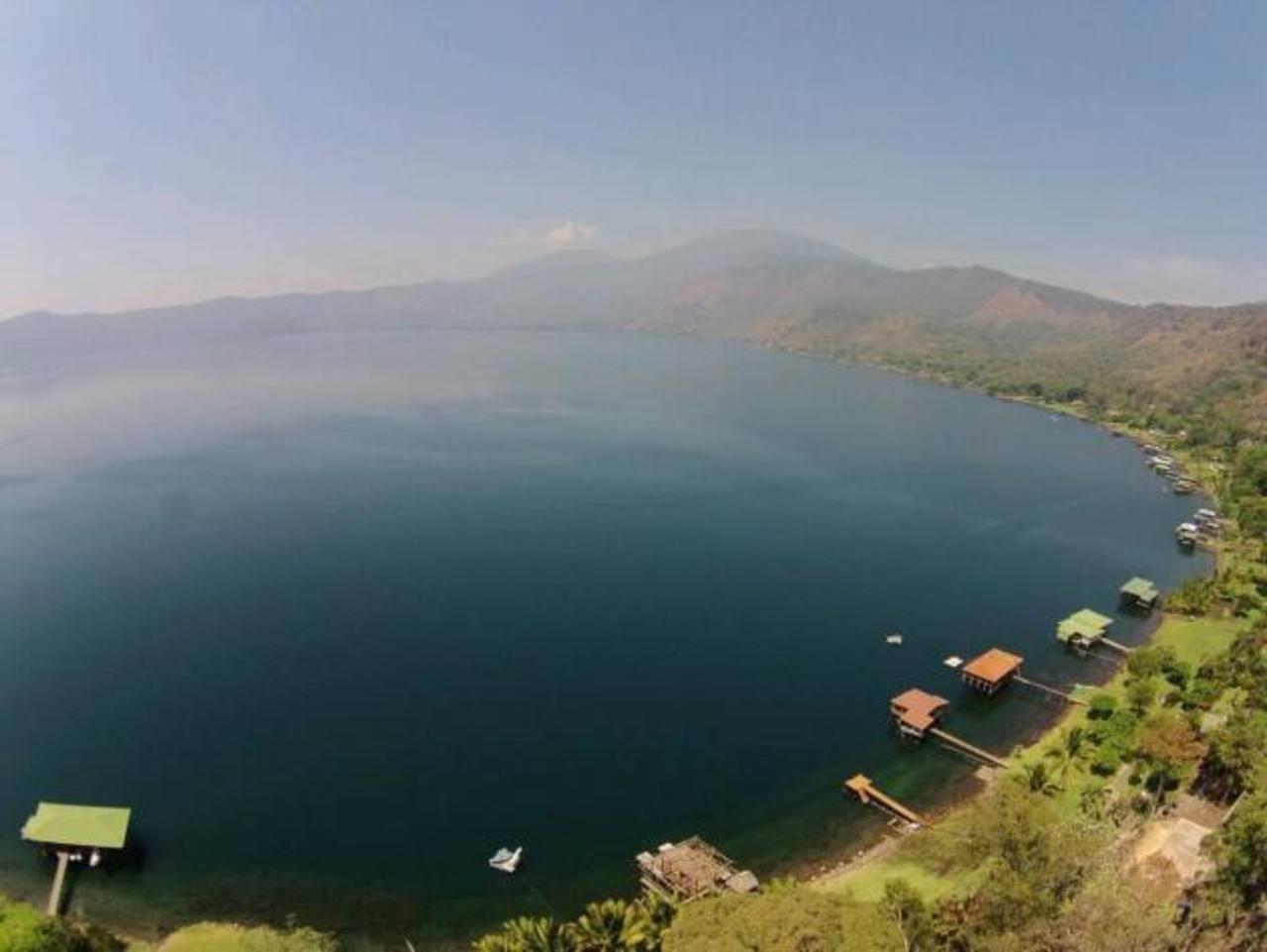 Vista del Lago de Coatepeque.