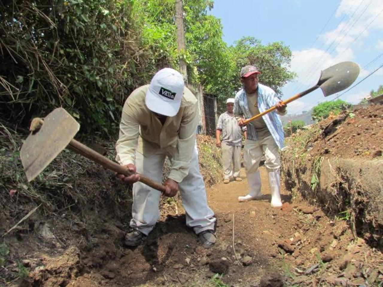 Los trabajos serán terminados este día, de acuerdo a los mismos trabajadores. Foto EDH / MAURICIO GUEVARA