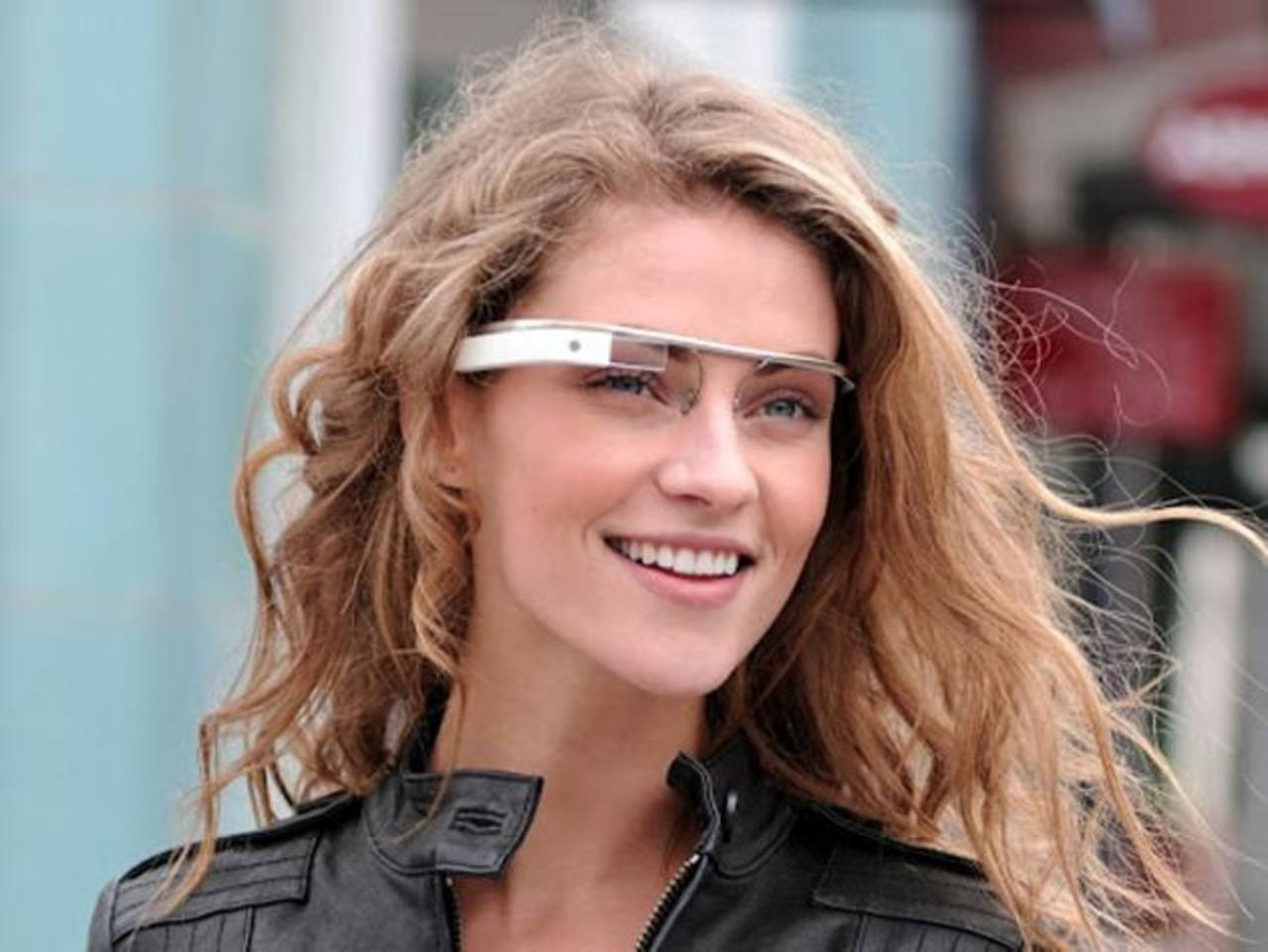 Las gafas de Google son aún un proyecto que se encuentra en manos de desarrolladores y no han llegado al público.