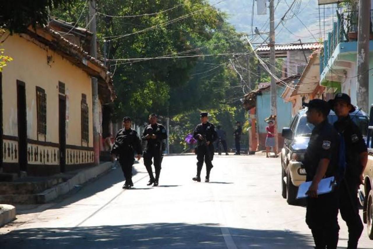 Las autoridades dicen que nuevos uniformes fueron entregados en agosto y noviembre del año pasado. foto edh /carlos segovia