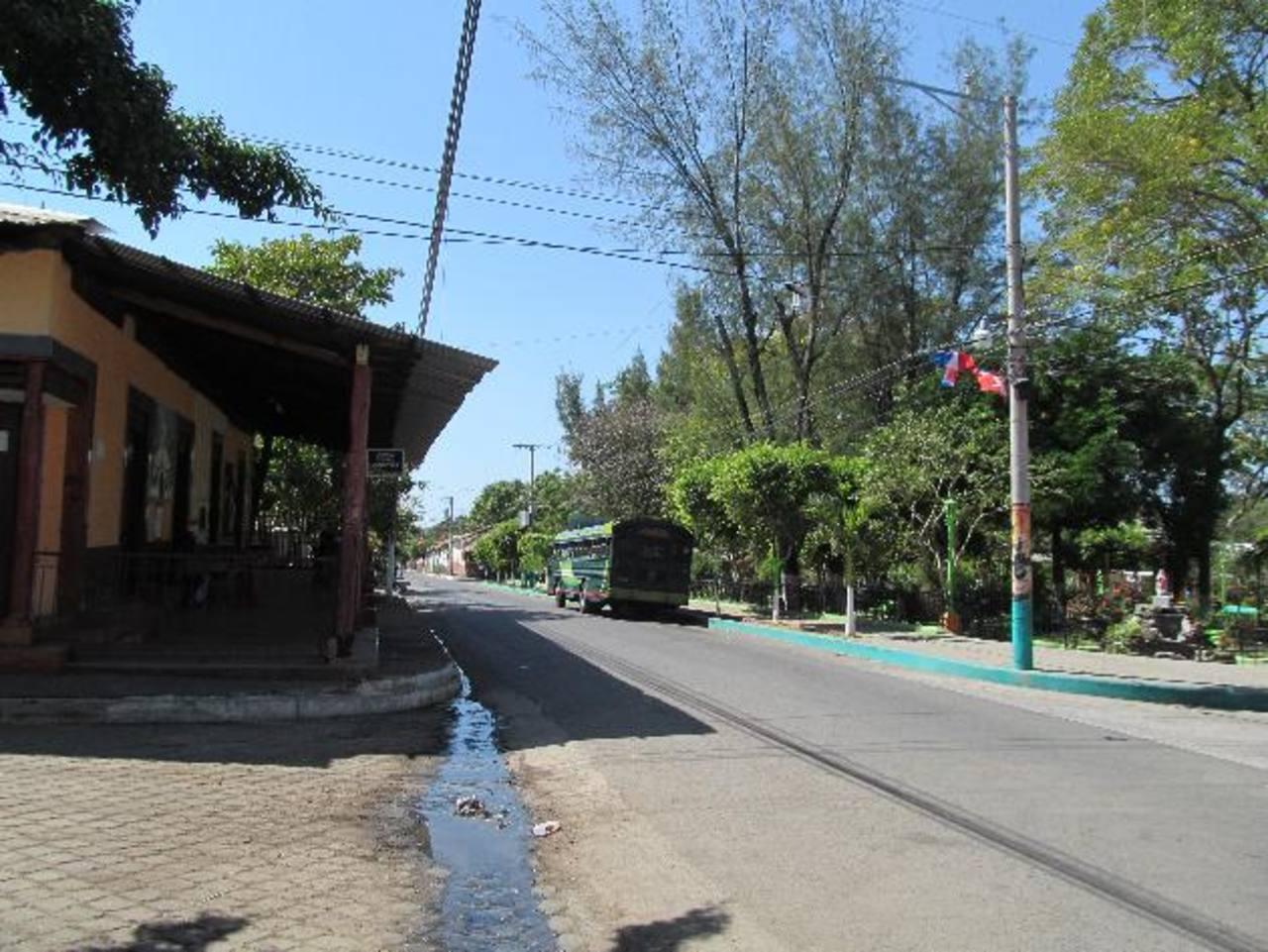 Calle que conduce al cantón Jocote Dulce, Ozatlán, considerado por la PNC como bastión de la MS. En 2013, de 14 homicidios registrados en el municipio, siete fueron cometidos en ese cantón.