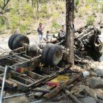 Siete personas murieron y varias resultaron lesionadas en el accidente ocurrido el sábado en el kilómetro 123 de la carretera Longitudinal del Norte, en Sensuntepeque, Cabañas. Foto Jaime Anaya
