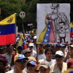 Al filo del mediodía miles de manifestantes opositores avanzaron por las calles del este de Caracas. foto edh / internet