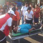 Un hombre atropellado en el centro de San Salvador fue trasladado a un centro asistencial por Cruz Roja. Foto EDH/ René Quintanilla