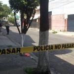 Dos presuntos pandilleros fueron asesinados entre el pasaje Ángulo y la 13a. Avenida Sur, cercanías del Mercado Central, San Salvador