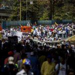 Opositores y oficialistas se toman las calles en el marco de las protestas que aquejan al país.