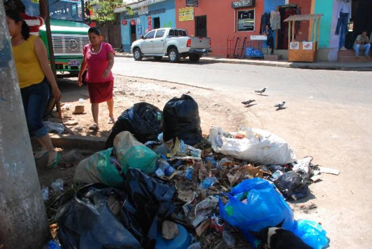La zona de El Amate está, casi a diario, llena de desechos que generan contaminación. foto edh / insy mendoza