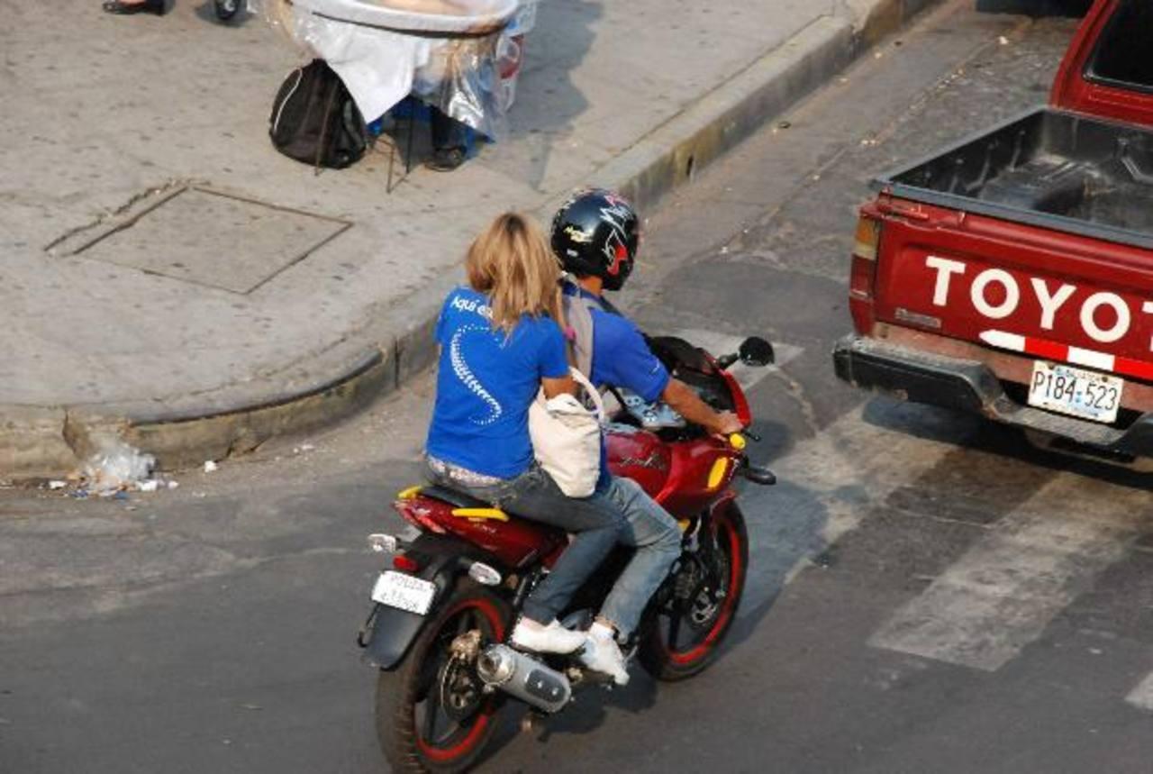 Placas de cartón provisionales para motos por falta de material ...
