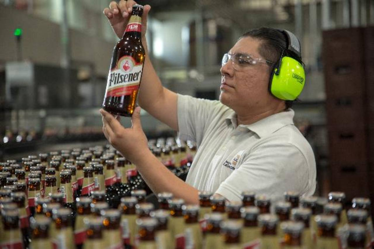 Industrias La Constancia es la única cervecera a gran escala en El Salvador.