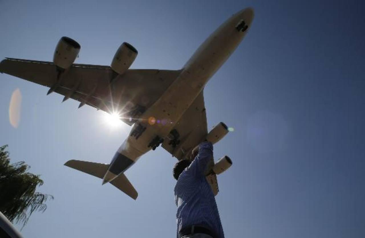 El fabricante aeronáutico Boeing superó a su rival europeo Airbus en número de pedidos y entregas en el primer trimestre del año.