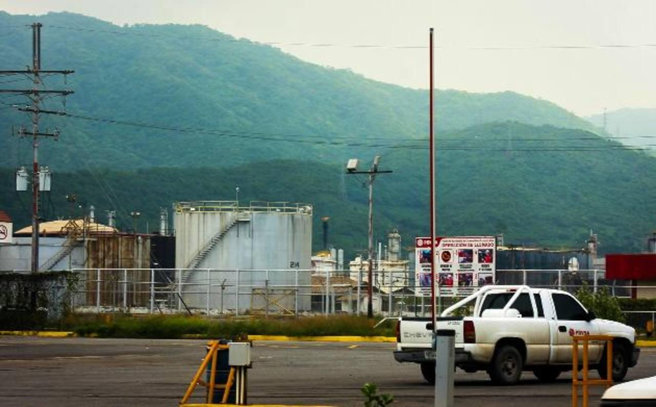 Mayor centro de refinación de Venezuela opera al 67% de capacidad