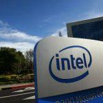 Logotipo de Intel a la entrada de sus oficinas centrales en Santa Clara, California, en una foto de archivo de 2010.