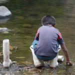 La escena del pequeño tras el asesinato de su padre en un río en Cuscatlán.