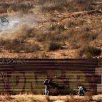 Detienen a 80 inmigrantes en campamento de Texas