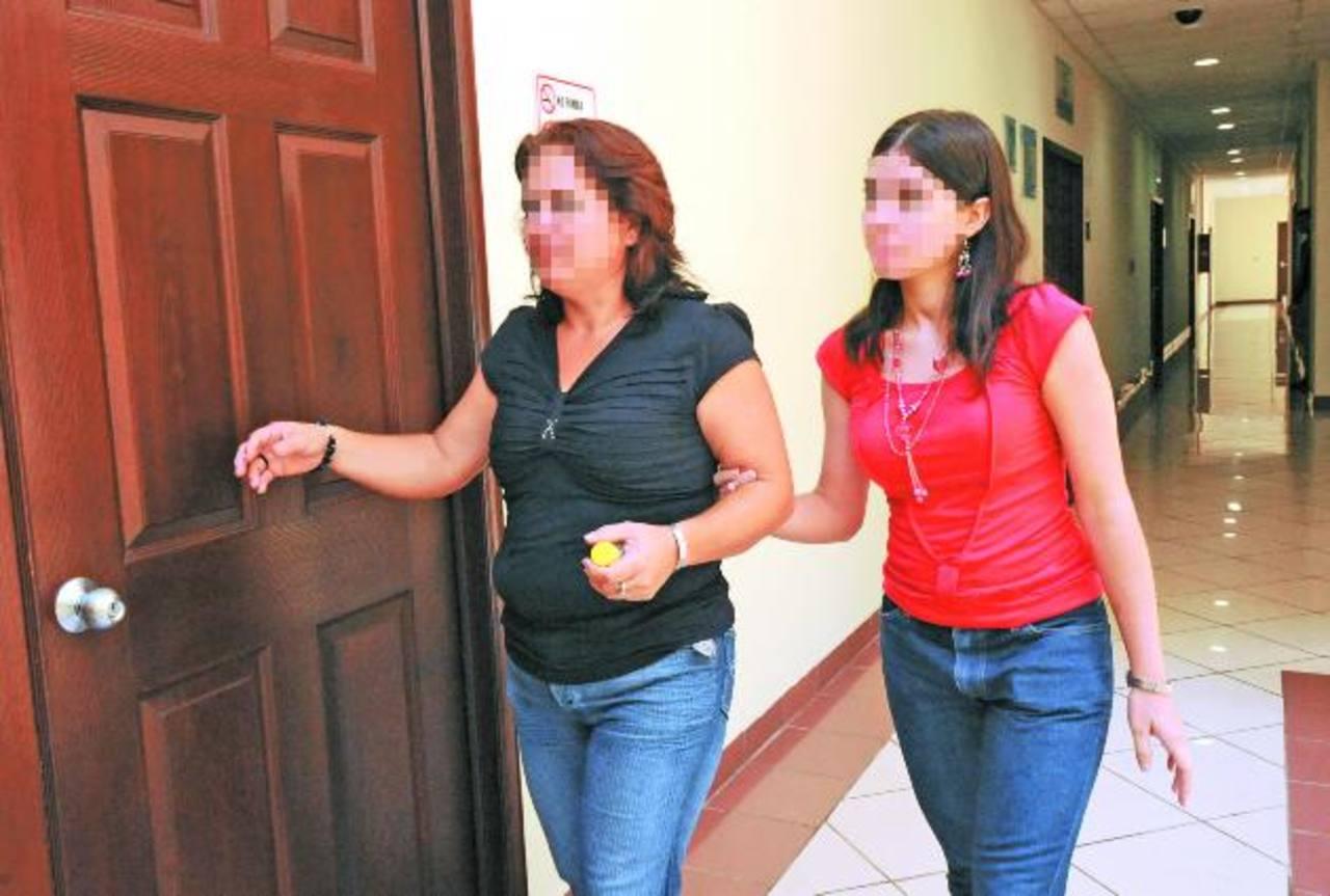 La joven sigue superando las secuelas por la mala atención en el hospital Amatepec del ISSS. Foto EDH / Archivo