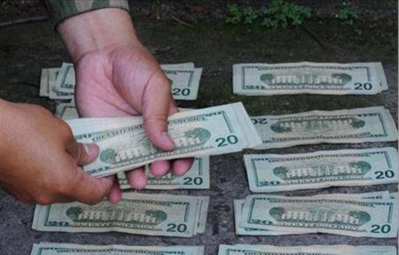Vinculan a un policía de exigir 200 dólares, haciendo uso del sistema de remesas nacional.