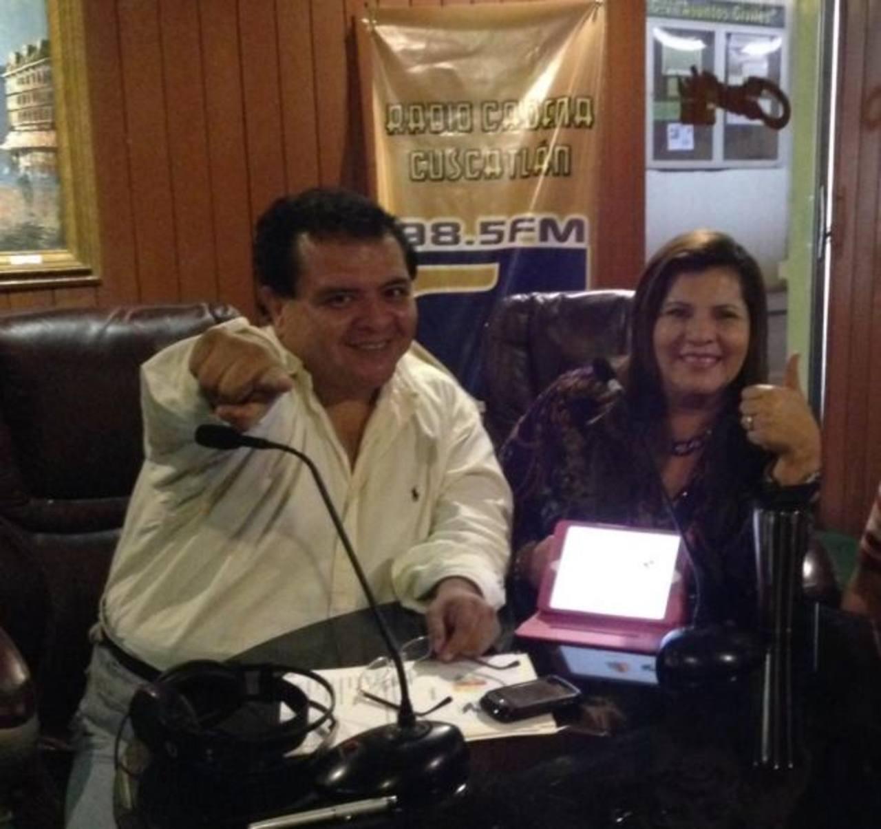 """Ángel """"El Turbo"""" Morales e Isabel Ruíz, locutores de la nueva radio revista."""