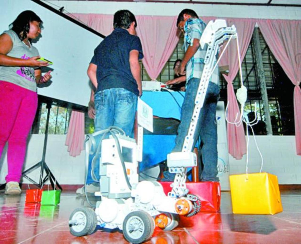 Los proyectos fueron presentados en las instalaciones ubicadas en Sonsonate. Foto EDH / CRISTIAN DÍAZ