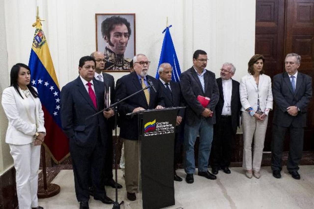 Pie de foto texto espacio para texto pi texto o texto espacio para texto pi texto o texto espacio para texto pi texto pie foto. foto edh / xxxxx xxxxxxxEstudiantes durante protestas contra Maduro y el premio Nobel Mario Vargas Llosa luego una ponenci