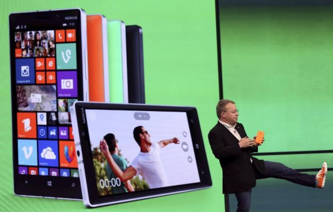 Stephen Elop, vicepresidente de Nokia, en la presentación del Nokia Lumia 930. FOTO EDH