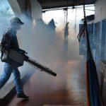 Las fumigaciones y abatizaciones iniciaron en la colonia Milagro de La Paz, en San Miguel. Foto edh/ carlos segovia