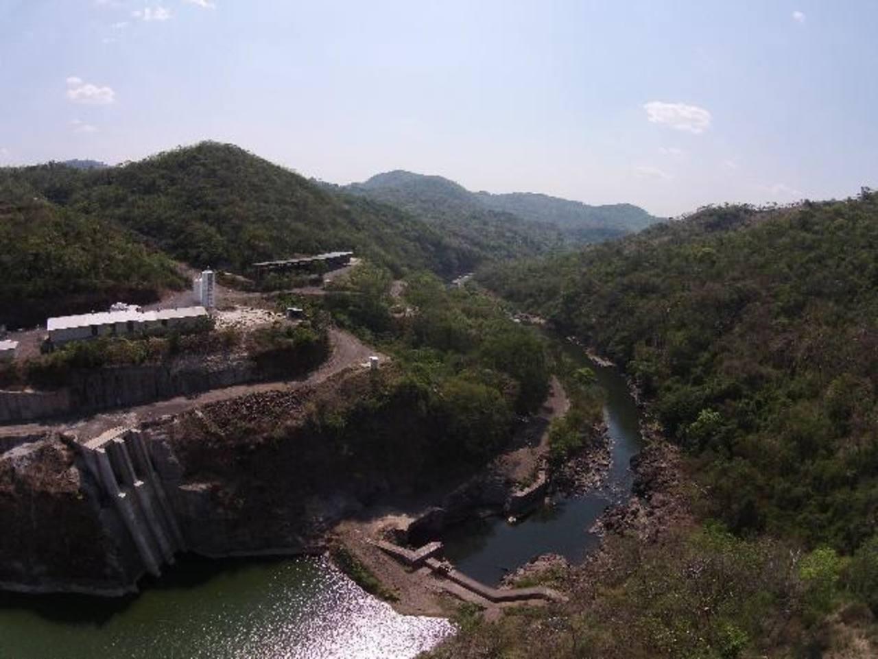 En esta área debería estar una presa CCR para contener el embalse del Río Torola y generar energía a largo plazo.