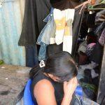 """María, esposa y madre de los asesinados en las afueras de Monte San Juan, Cuscatlán, dijo que sería de mucho beneficio si le proporcionaran ayuda. """"Dios los bendecirá"""", agregó."""