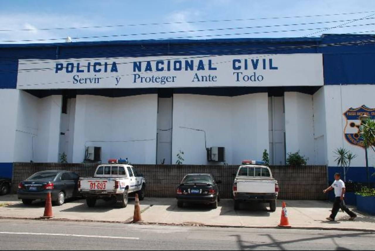 Un afectado, dueño de un inmueble en Santa Ana, se ha atrasado con el banco que le prestó dinero para arreglar esa propiedad para alquilársela a la Policía.