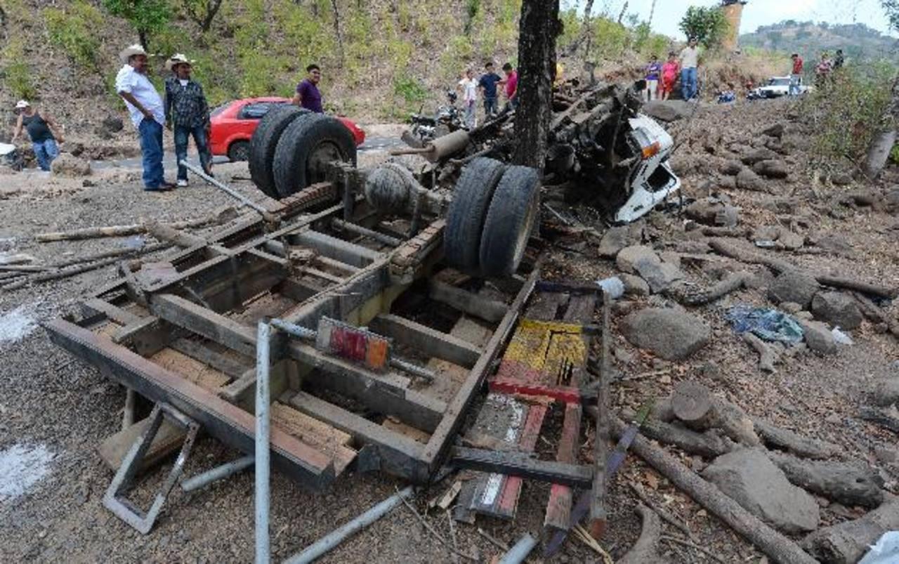 Más de 20 personas resultaron lesionadas; en el automotor viajaban unas 40 personas. Foto EDH / Archivo