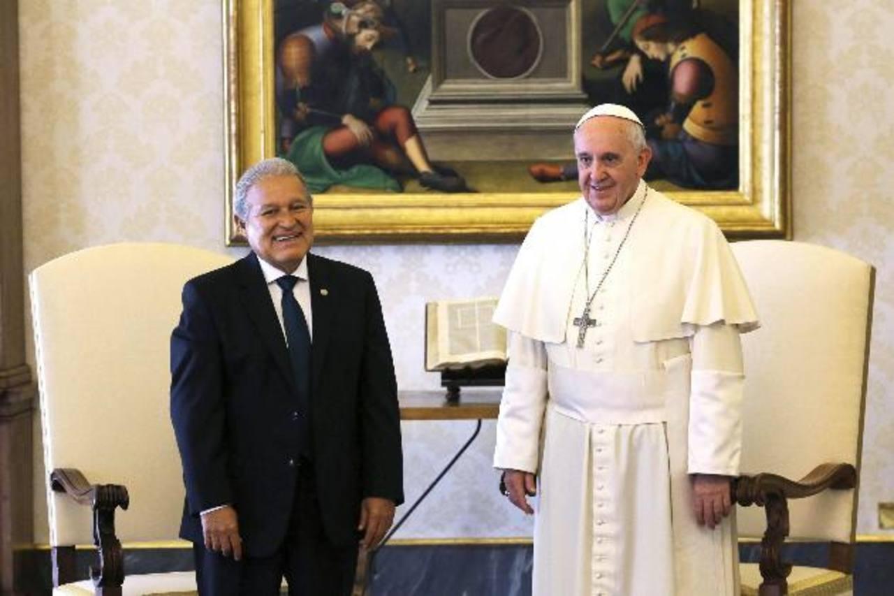 El Papa Francisco recibió ayer en audiencia privada al presidente electo de El Salvador, Salvador Sánchez Cerén, en el Vaticano. Foto EDH / EFE