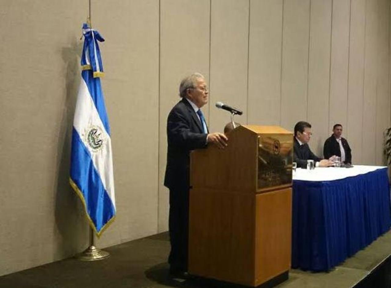 Sánchez Cerén brindó conferencia de prensa para hablar de su gira por C.A. y República Dominicana. Foto vía móvil Marlon Hernández