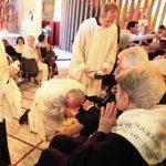 El Papa lava pies de enfermos e incapacitados