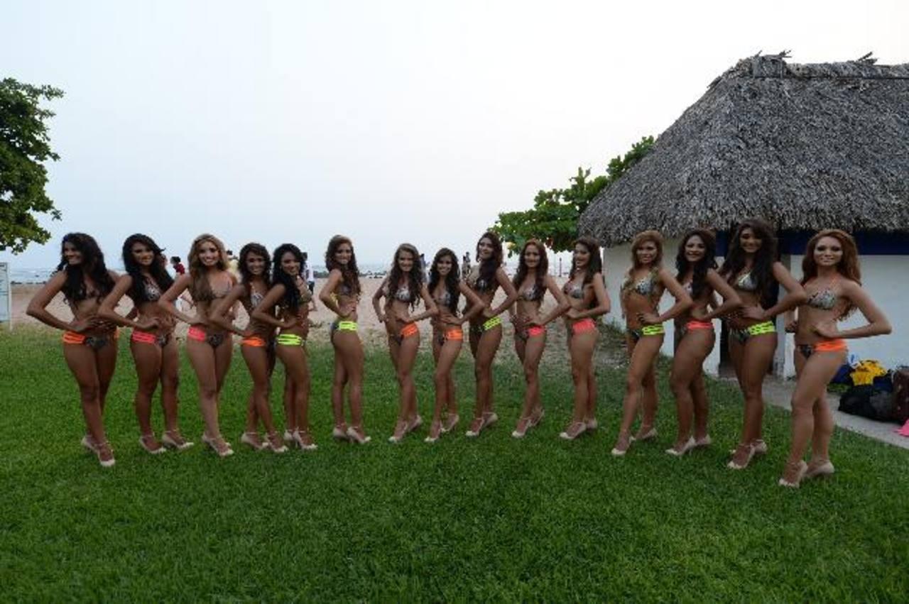Las 15 concursantes durante la preliminar en traje de baño en hotel Royal Decameron. Fotos EDH/ Marlon Hernández/ Mavin Recinos
