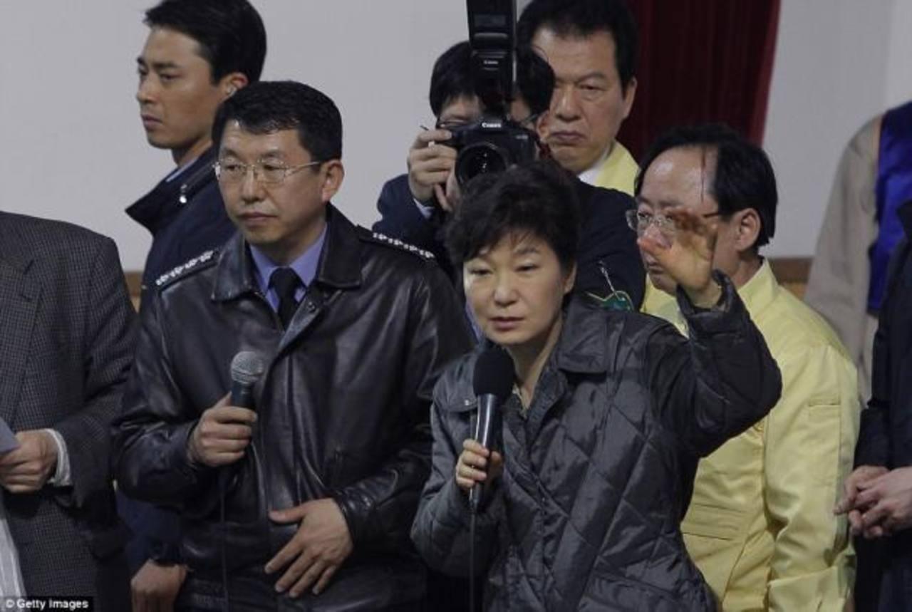 """Presidenta surcoreana acusa de """"homicidio"""" al capitán del ferry"""