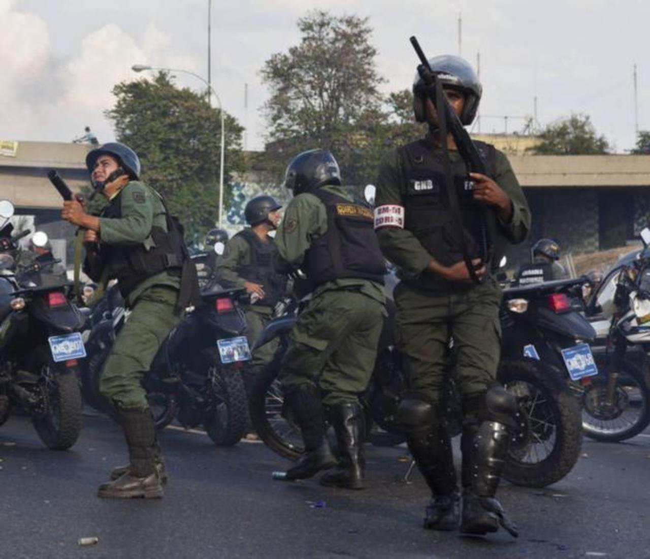 España dejará de vender material antidisturbio a Venezuela