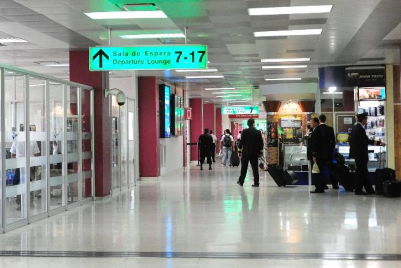 La ampliación del Aeropuerto Internacional El Salvador es uno de los proyectos que podría ejecutarse por vía APP. foto edh