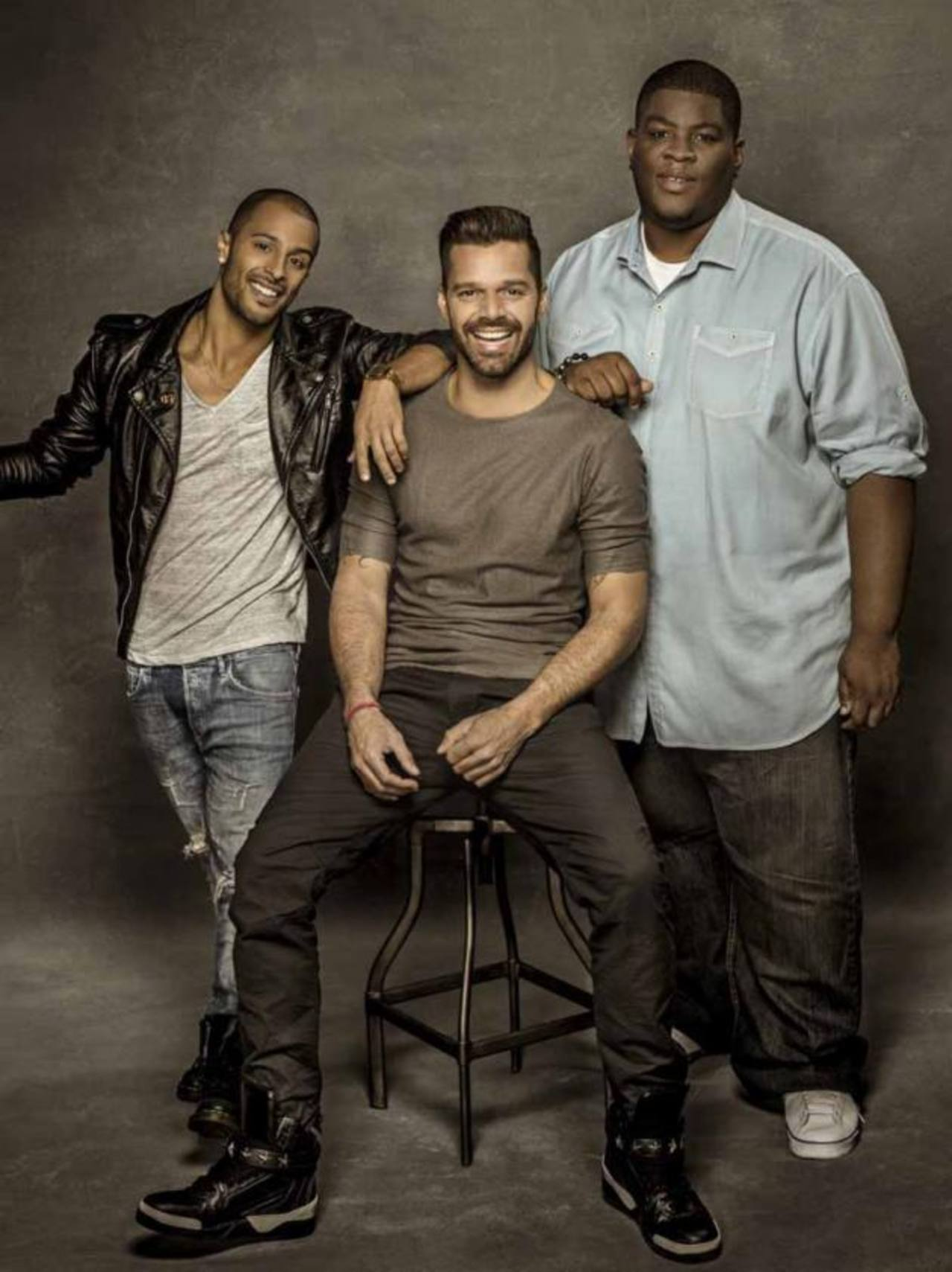 """El compositor Elijah King, el cantante Ricky Martin y el productor Salaam Remi, equipo creador del tema musical """"Vida""""."""