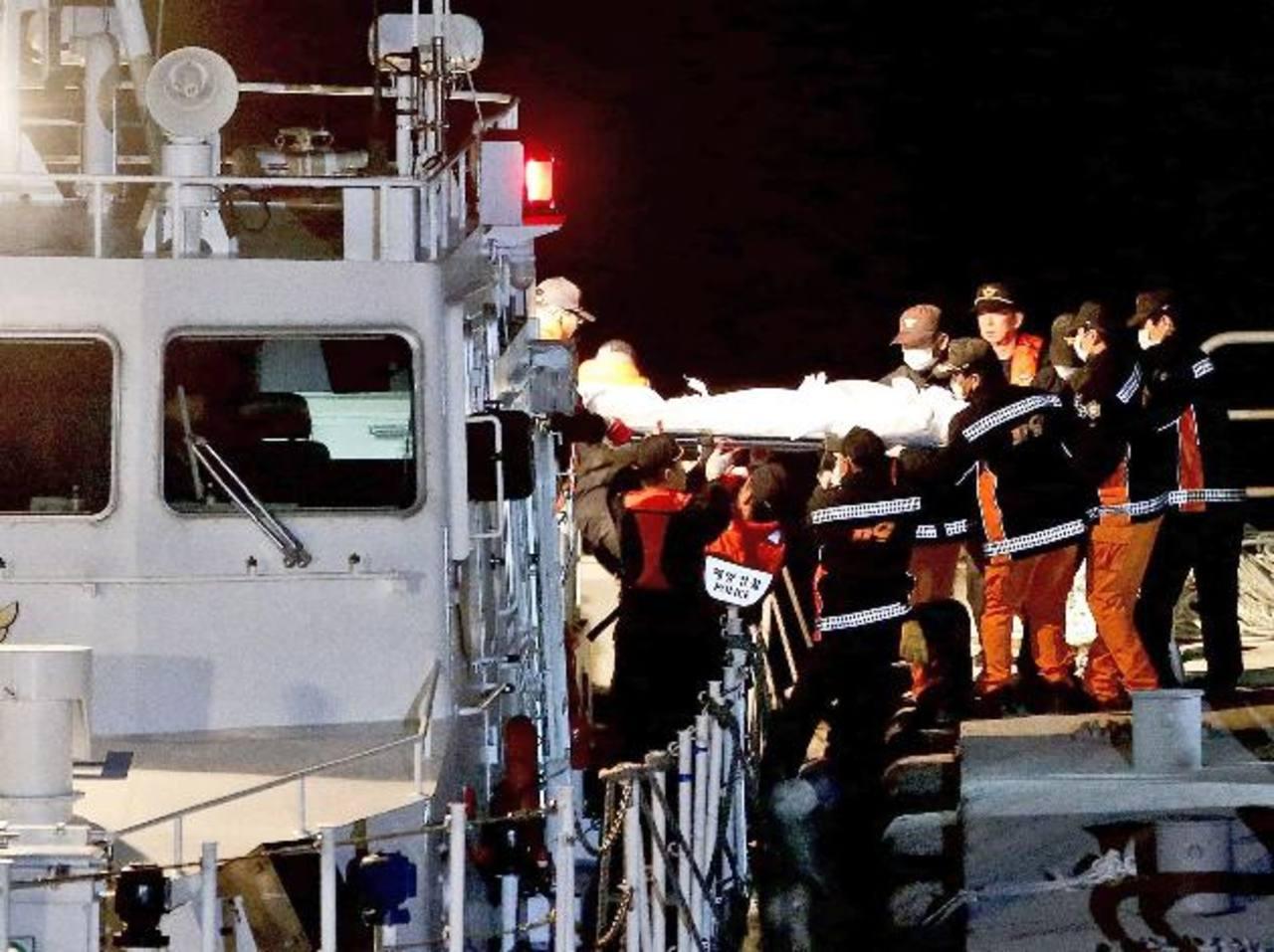 Aumenta a 32 el número de muertos por naufragio de ferry surcoreano