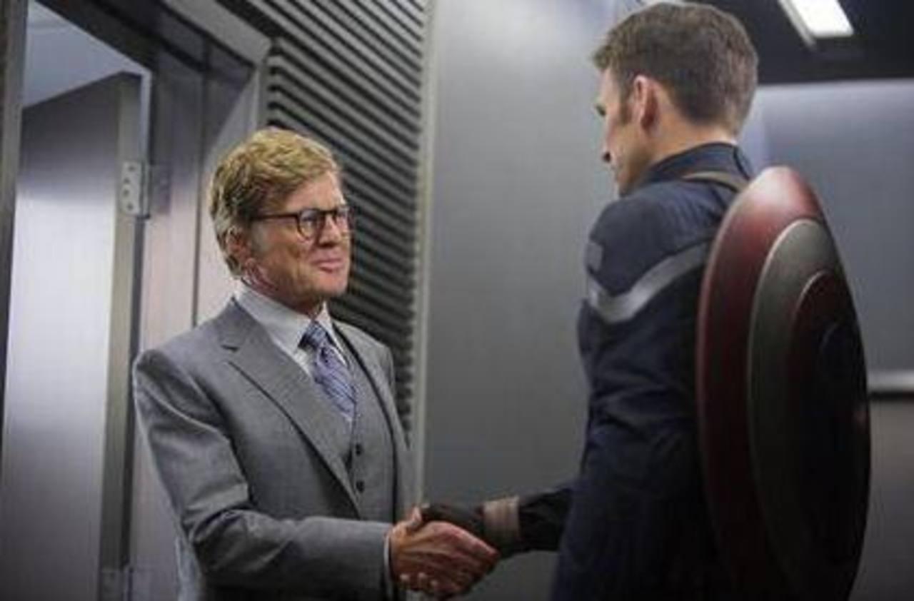 """Imagen proporcionada por Marvel muestra a Robert Redford, izquierda, y Chris Evans en una escena de la película """"Captain America: The Winter Soldier"""". Foto/ AP"""