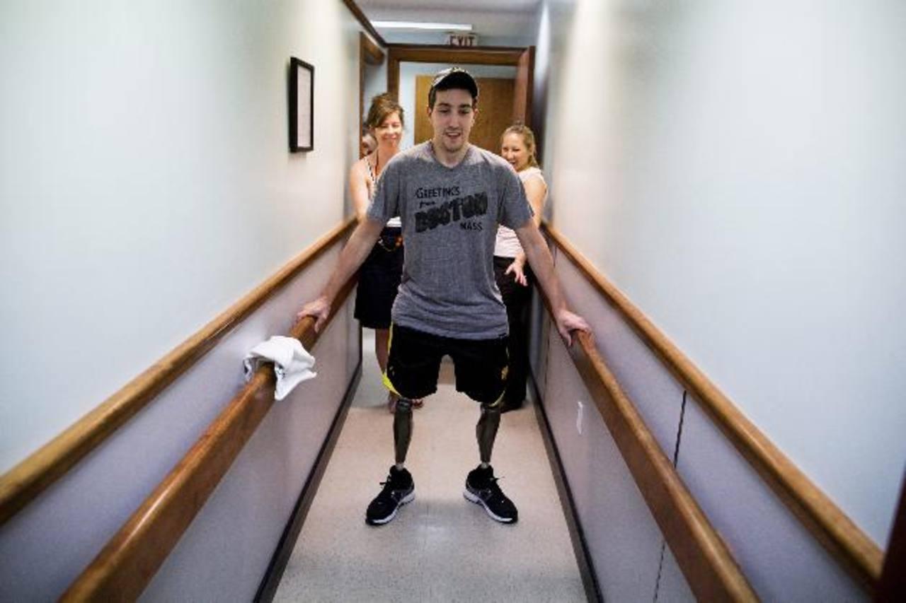 Fotografía cedida por el New York Times que muestra a Jeff Bauman, quien perdió sus piernas durante el ataque en la maratón de Boston, uno de los temas ganadores.