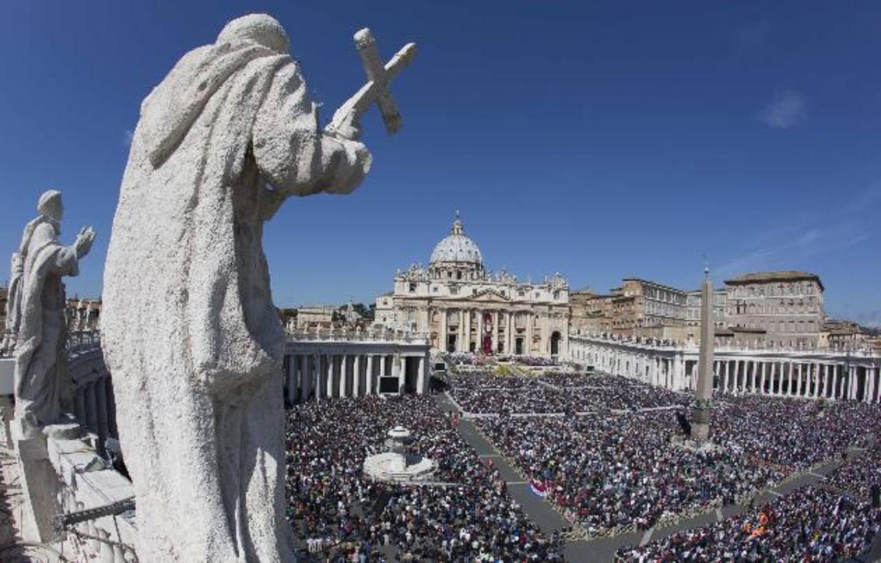 La ceremonia de santificación de Juan Pablo II y Juan XXIII será en la Plaza San Pedro del Vaticano.