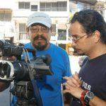 El cineasta salvadoreño Noé Valladares (izq.) en la filmación de la una de sus producciones, en 2006 foto EDH / archivo