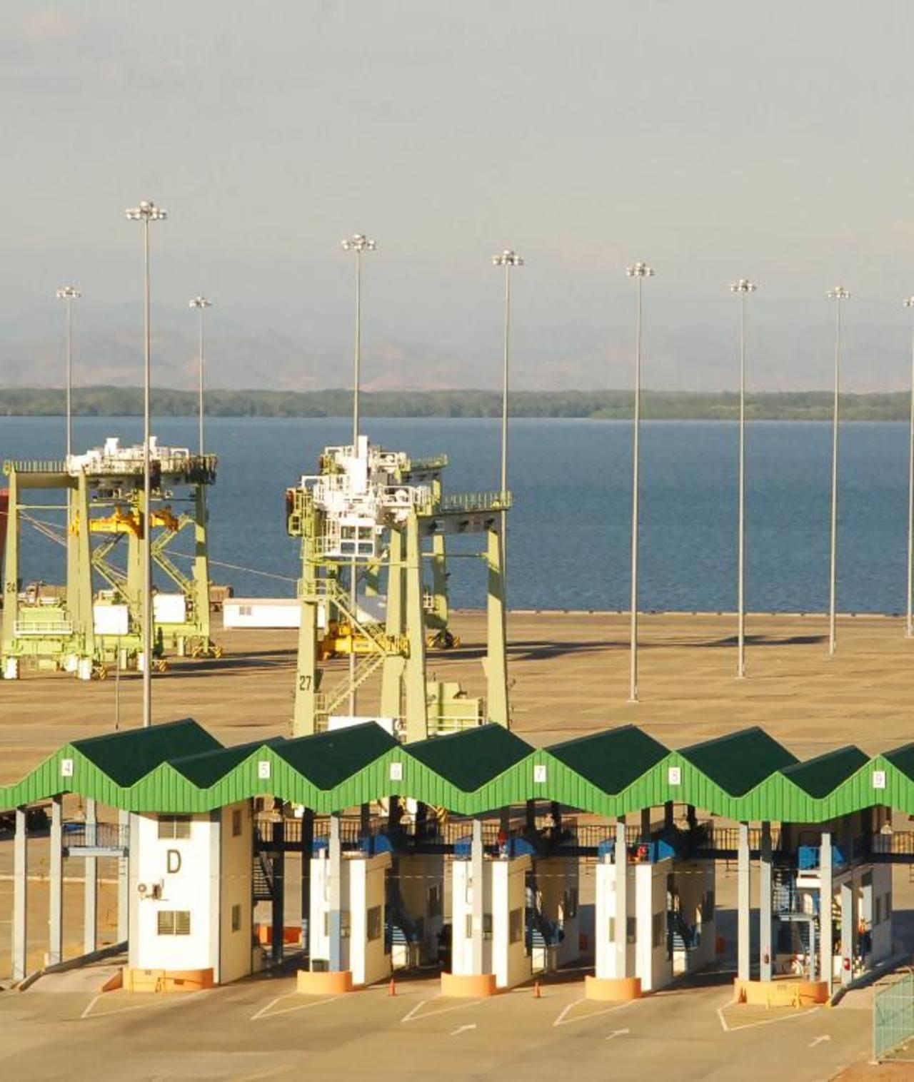 Las inversiones que se han realizado desde hace ocho años solo generan pérdidas. Foto EDH / El puerto de La Unión continúa siendo financiado por terceros que si generan rentabilidad. Es un millonario adorno en el horizonte del Golfo de Fonseca. Foto