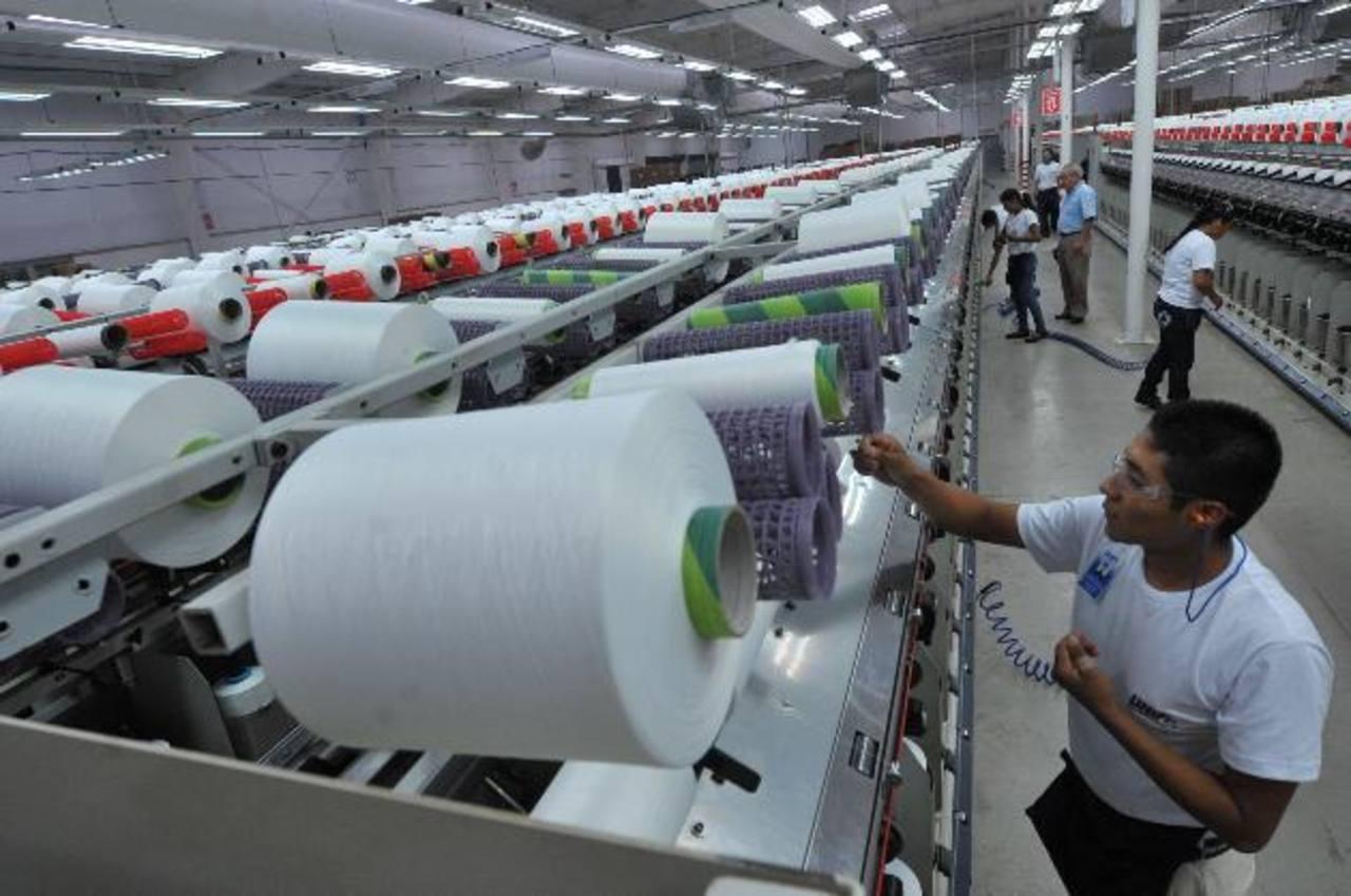Las empresas textiles y de confección invierten a menudo para estar actualizados y competitivos. FOTO EDH /ARCHIVO
