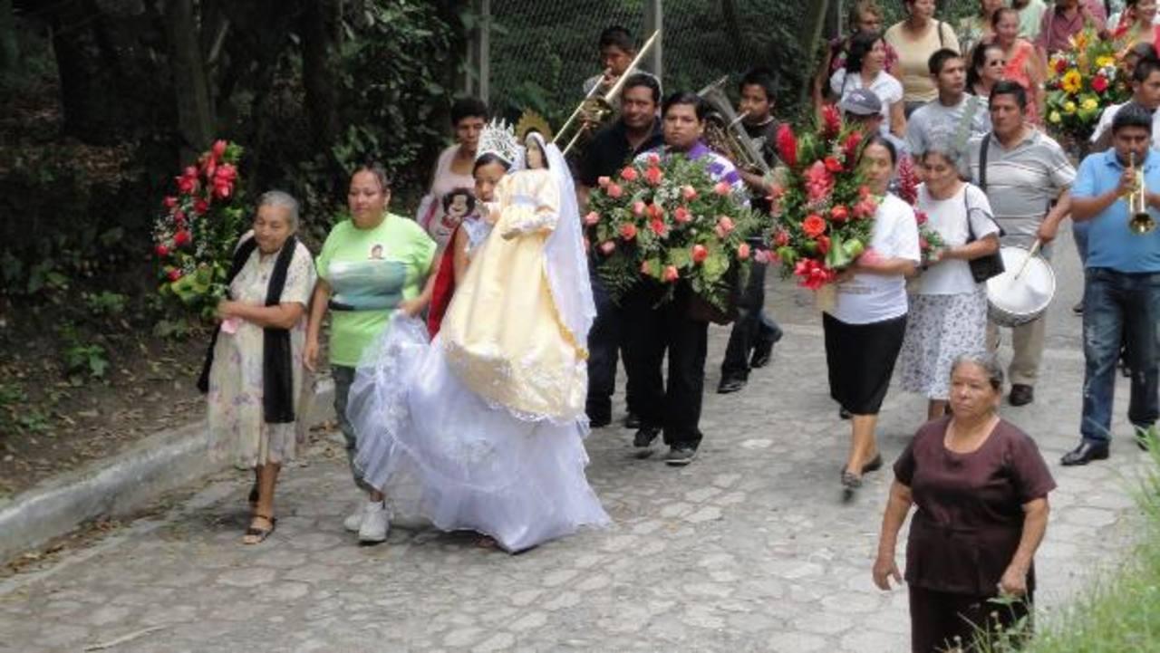 En el cantón Dolores Apulo, en Ilopango, se venera a la Virgen en Semana Santa y en su fiestas patronales. Fotos EDH/Cortesía Fotos EDH / xxxxxxxxxx xxxxxxxxxxEn el cantón Dolores Apulo, en Ilopango, se venera a la Virgen en Semana Santa y en su fies